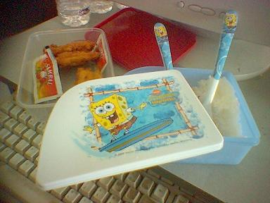 Satu set kotak makan Spongebob Squarepants milik Budiaji Hartono
